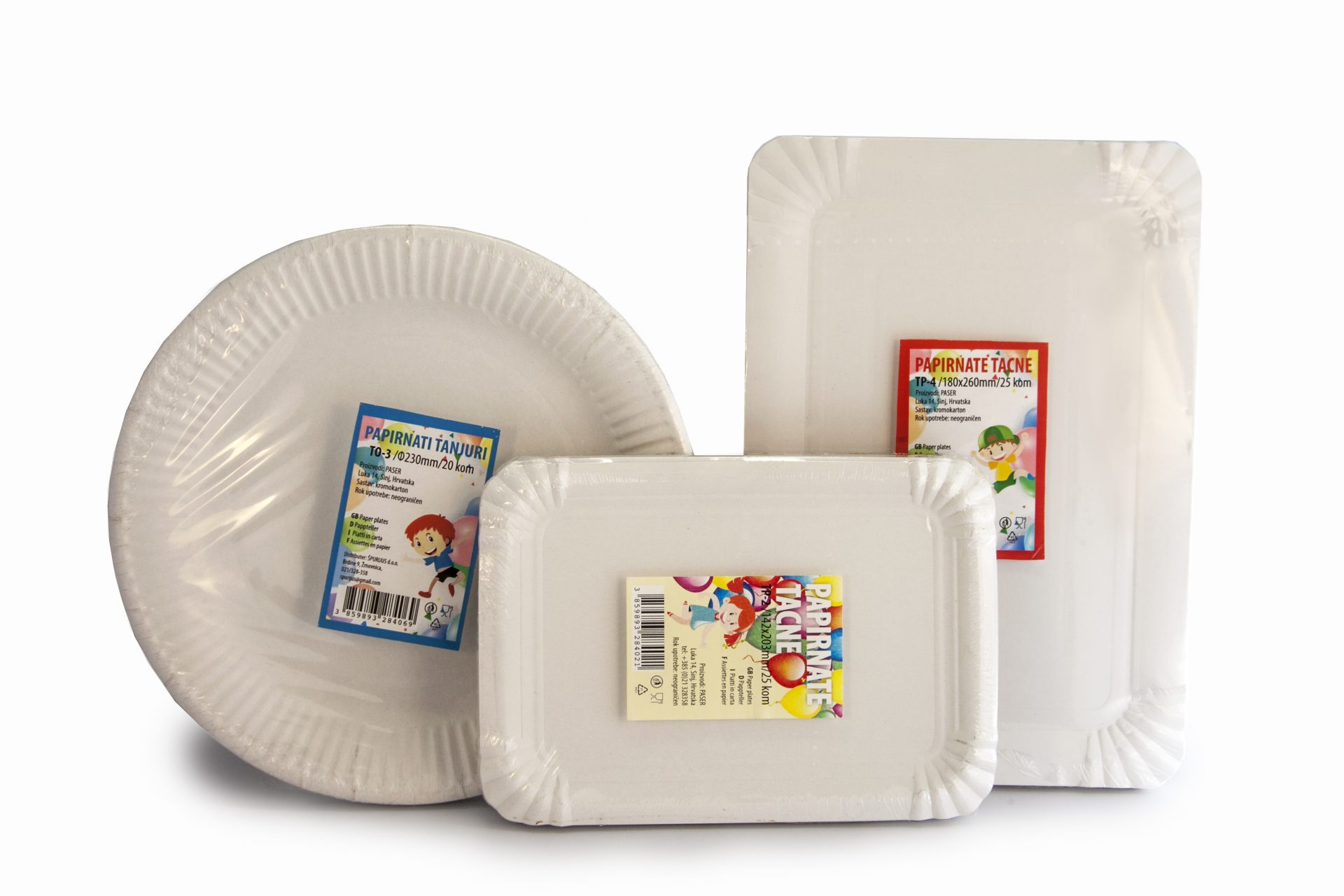 Weiße Pappteller und Tabletts